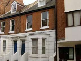 self catering apartment with parking canterbury